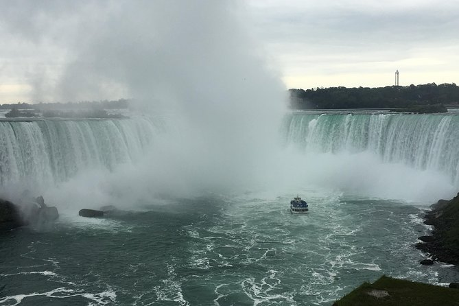 Journey Behind the Falls Ticket and Hard Rock Cafe Meal, Cataratas del Niagara, CANADA