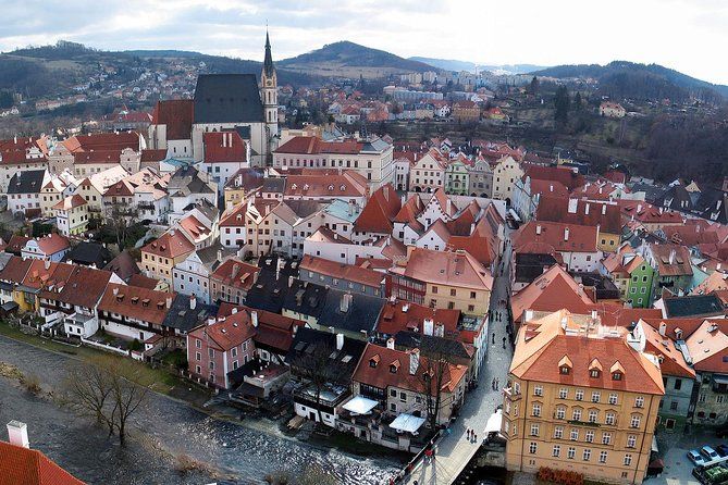 Enjoy private one way transfer exclusively just for your party from Linz ( Austria ) to Cesky Krumlov.