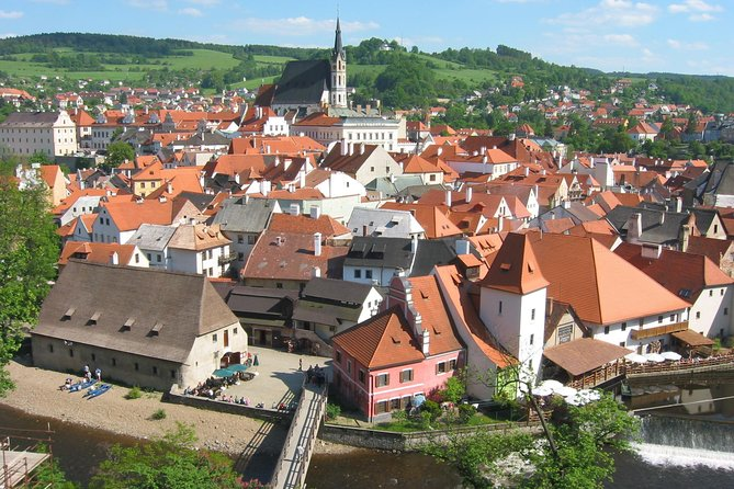 Enjoy private return day trip from Linz ( Austria ) to one from most visited towns in the Czech Republic to Cesky Krumlov ( Unesco protected ) Depending on chosen option you will either have 2 hours of a guided city tour with a local certified guide + 2 hours of free time or the whole 5 hours of free time for yourselves.