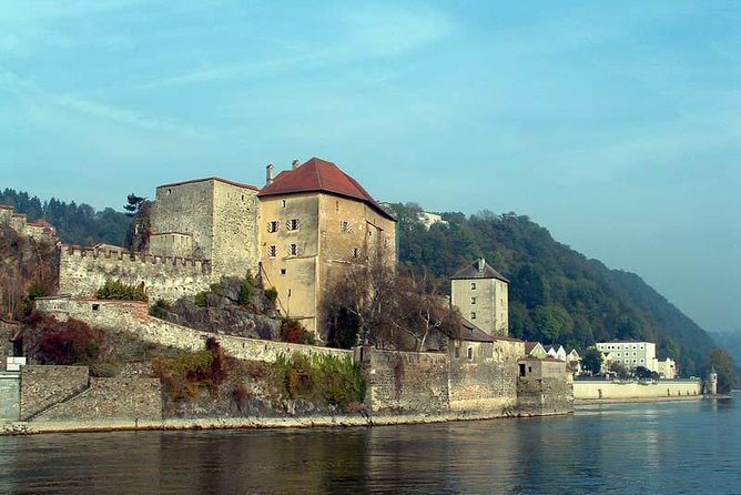 Enjoy private one way transfer exclusively just for your party from Cesky Krumlov ( Czech Republic ) to Passau ( Germany )
