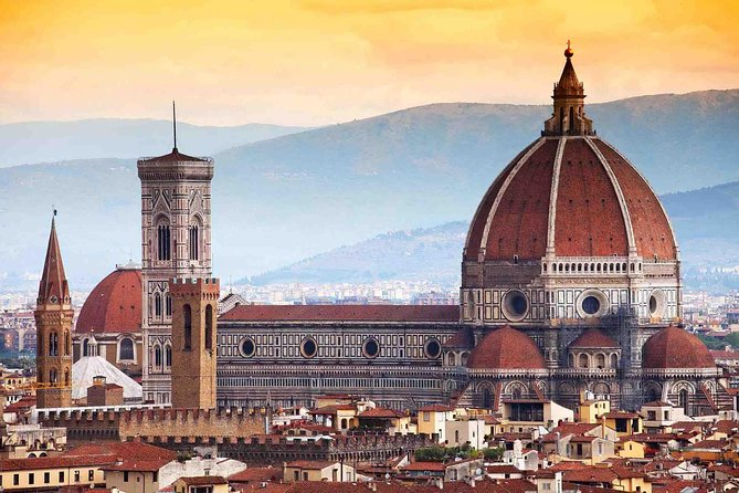A guided walking tour Florence discovering the main attractions such as Piazza della Signoria, the Ponte Vecchio, Michelangelo's David and hidden gems of this magic city. Possibility for private tour upgrade.