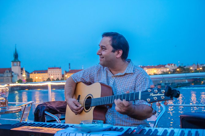 Prague Evening Cruise with Buffet-Style Dinner and Live Music, Praga, CZECH REPUBLIC