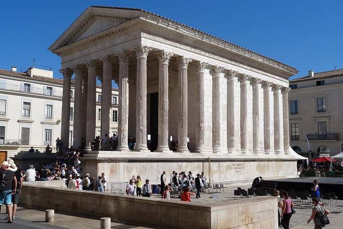 In thisHalf day tour, you will see the highlights ofThe French Rome and bull-fighting city par excellence.