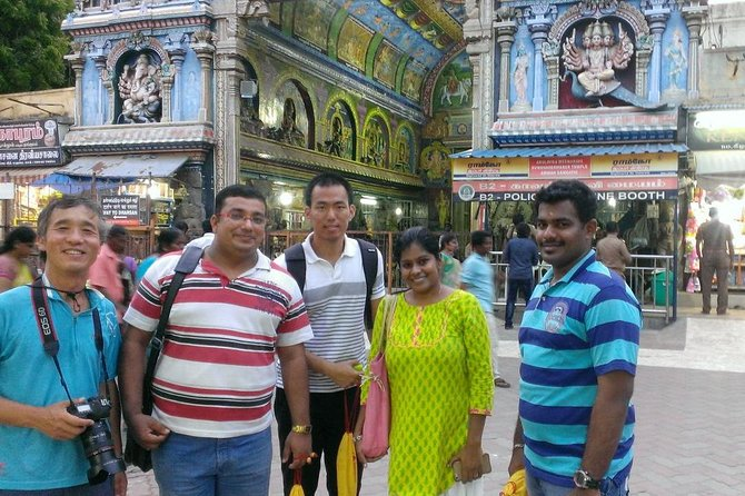 Join us on an easy walk through the ancient city of Madurai and discover stories behind everyday sights. We'll tell you stories of Gods and their towering monuments, and of Kings and Queens who made Madurai. We'll also talk about many everyday customs and rituals you will see on the streets of Madurai even today.