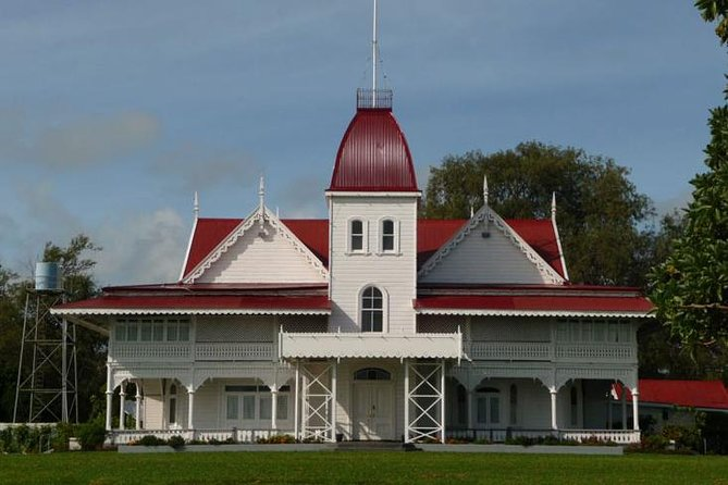 A must for first time visitors to Tonga, enjoy an informative guided tour to familiarize yourself with the Capital of Tonga, Nuku'alofa. <br><br>Visiting the Royal Palace and the Royal Tombs highlights that Tonga is the only remaining Kingdom in the South Pacific together with Langafonua Handicraft Center a place which stocks the best range of Tongan Traditional Handicraft and Fine Arts including Traditional Tapa Cloth, Woven Crafts like Fine Mats and Talamahu Markets very busy on a Saturday as the Kingdom's main hub of fresh produce is not to be missed.