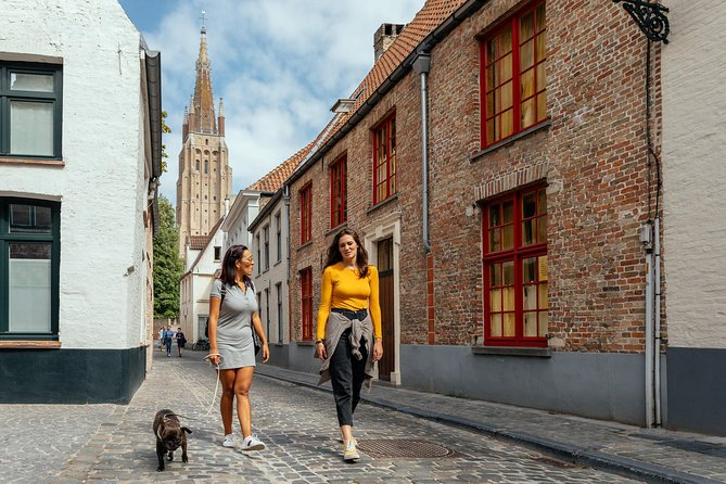 Kickstart your stay in Bruges with this 90-minute private tour with your very own local insider. Discover the best attractions as well as some surprising hidden gems that only locals know. Top off your day with all the must-see insights for a memorable trip!