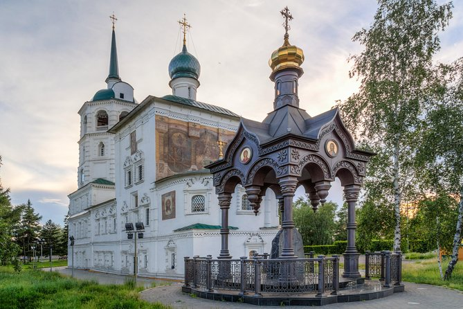 Irkutsk City Tour with a Private Guide is an interesting tour during which you will get acquainted with the history of the city - a sample of the churches of the Siberian baroque of the 18th century and the place of exile of the Decembrists. The historic center of the city is nominated for a UNESCO cultural heritage item. The duration of the tour is 4 hours.