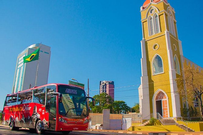 Aboard a panoramic bus, you'll get to know the important places of Foz do Iguaçu. A 3-hour pioneer ride that shows the landscapes, monuments, curiosities and the milestones that contributed to the development of the triple border town. Enjoythis guided tourin Foz do Iguaçu, in Portuguese, Spanish and English. Stop at the Mark of the Three Frontiers, the Moslem Mosque and the Buddhist Temple.