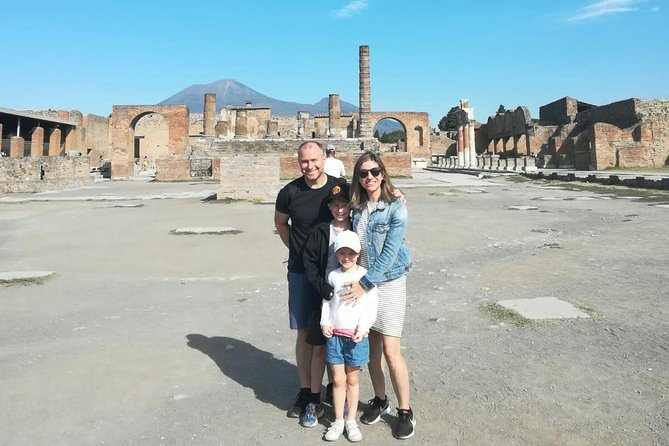 Kids & Families Skip the Line Tour of Ancient Pompeii by Children-Friendly Guide, Pompeya, ITALIA