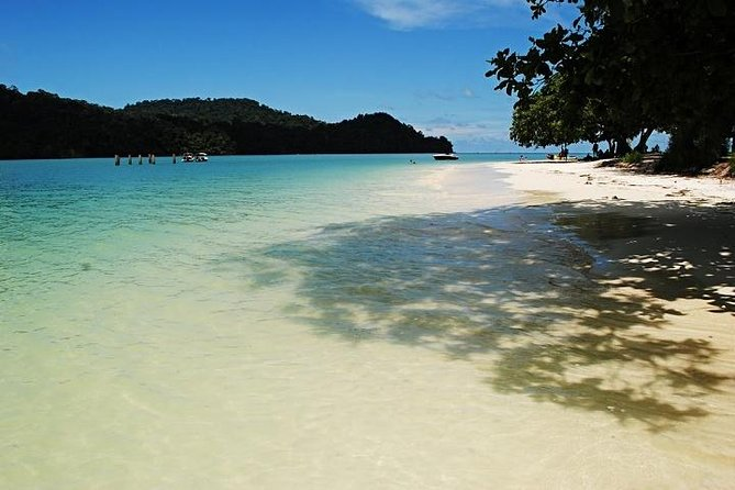 Explore islands of Langkawi on this 4-hour island hopping tour. We will take you to three different islands: Beras Basah Island, Singa Besar Island and Dayang Bunting Island. Enjoy the powdery white sand and swim in the deep blue sea. Great place to spend your holiday and quality time with friends and family.