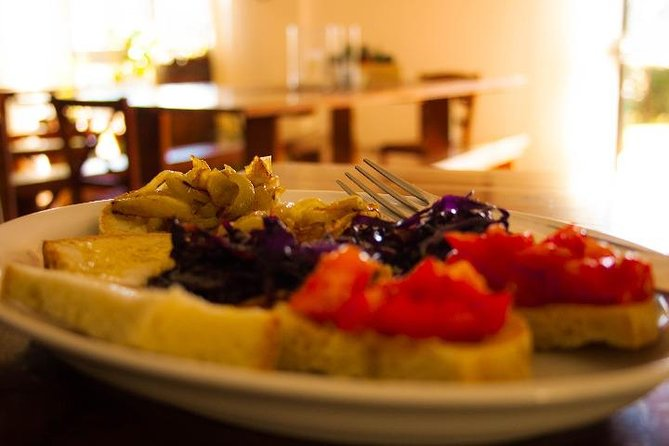 Wine & Evo oil Tasting with Vegetarian Meal, San Gimignano, Itália