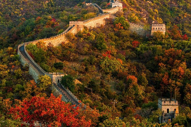 This private Great Wall trip with an English-speaking driver can makeyour trip easier and enjoyable. You will be not lonely as you can talk with the driver.Once you arrive the Great Wall,the driver will help you buy the tickets ,explain how to climb the Wall,where to wait for you.<br>The entrance tickets and the shuttle bus ride between car parking and entrance included. The cable car tickets and toboggan is not included.