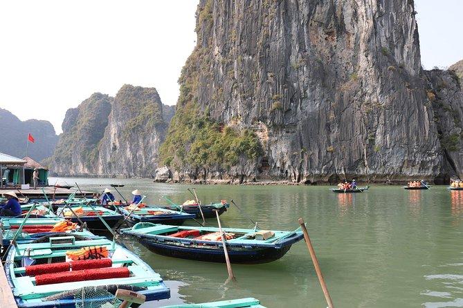Excursión de día completo a las islas y las cuevas de la Bahía de Halong desde Hanoi, ,