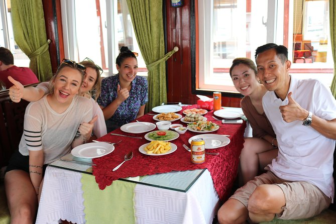 Excursión de día completo a las islas y las cuevas de la Bahía de Halong desde Hanoi, Hanoi, VIETNAM