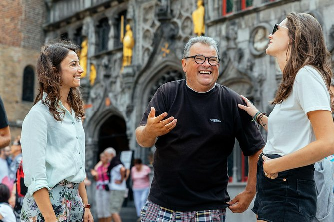 What better way to explore and discover Bruges than with a local by your side. Join me on a private tour where I can show you the main highlights of the city. From Bruges City Hall to the Basilica of the Holy Blood, and more. And for a local treat, a tasty chocolate tasting!