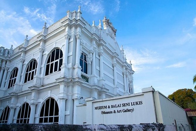 Join this private tour and explore Penang's notable landmarks and attractions with apersonalguide. Visit the Penang State Museum (or another selected location when the museum is closed) to learn the history and culture of Penang Island. Move on to a Buddhist temple, followed by shopping inLittle India. To conclude your 3.5-hourtour, wander around Penang Road with the opportunity to try a delicious local delight.