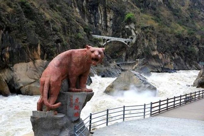 Private One Day Tour: Upper Tiger Leaping Gorge Tour with Black Dragon Pool, Lijiang, CHINA