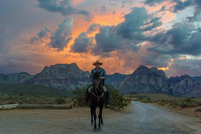 Get ready for a memorable horseback ride along a winding trail through the narrows on the Red Rock Canyon floor with your experienced wranglers. Watch for wild burros, jackrabbits and desert lizards along the trail before gathering around the campfire for a true western barbeque meal.