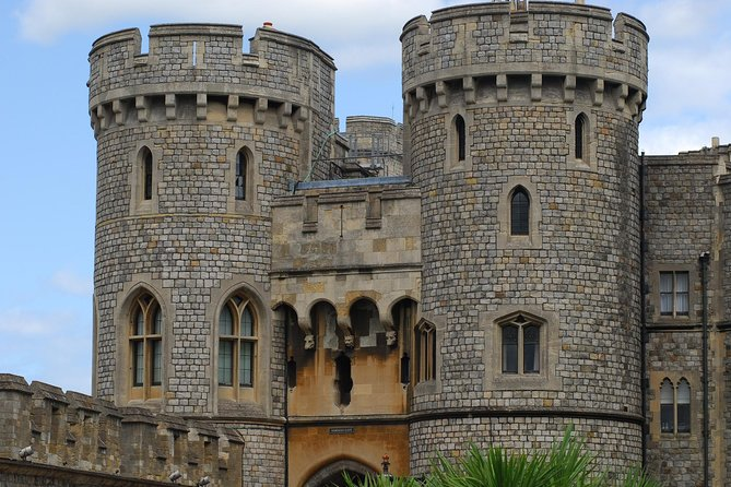Windsor Castle offers something for everyone, and with so many areas to explore please allow around 2 hours for your visit. With this 5 hour tour this leaves time for a wonder around the town of Windsor or maybe a visit to Eaton where Prince's William and Harry both attended school. Or maybe have lunch in one of the may eateries in the town. <br><br>This is an independent visit with a driver only service. it is entirely up to you where you wish to visit in the area.<br><br>Up to 3 people will travel by sedan and 4 to 8 people will travel by passenger van.