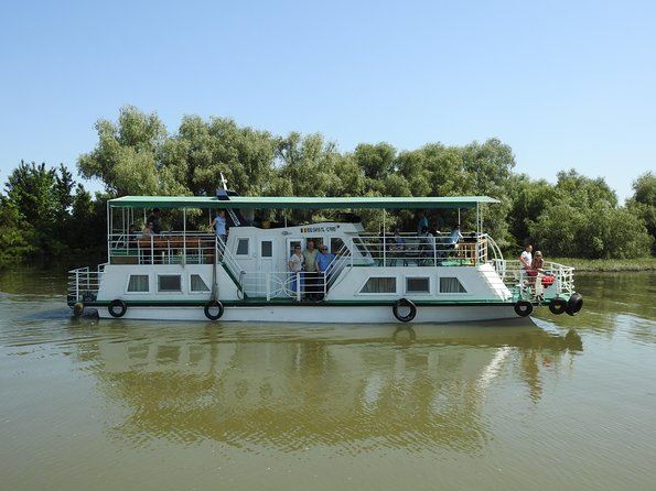 We offer confortable boats with alot of space, a nice deck to admire the nature and the wildlife.<br><br>You bring your own good luck and we will take you to the right places