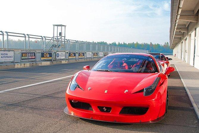 Ferrari Driving Experience on a Racetrack, Bolonia, ITALIA