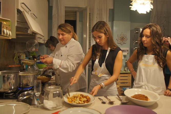 Morning or evening Cooking Lesson and dinner: choose your menu!, Milan, ITALIA