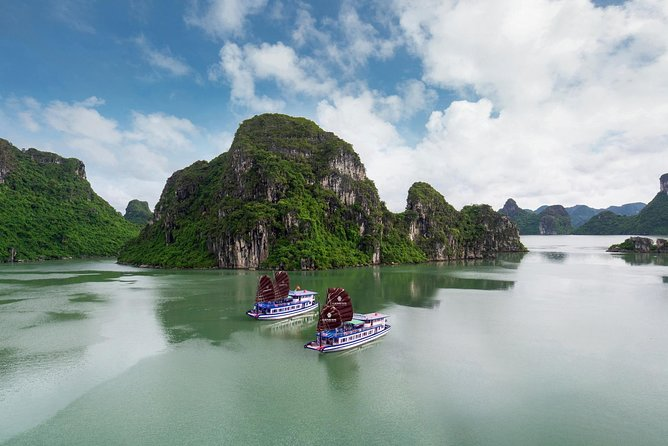 Small-Group Day Tour in Halong Bay with Luxury Shuttle and Highways, Halong Bay, VIETNAM