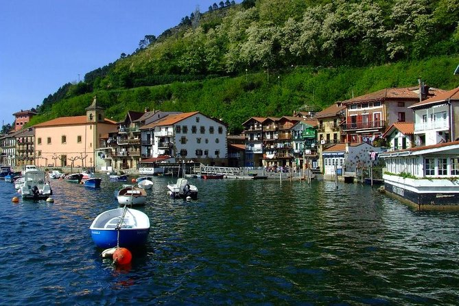 Visit some of the most beautiful and charming seaside villages of the basque coastline while you stay in San Sebastian! Amazingly close to the city, you will feel that time has stopped in these fishing villages. The convenient short distance makes up for the perfect half day trip from Donostia, so you can still enjoy all the hustle of the city in the afternoon!