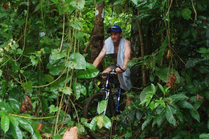 Recorrido guiado en bicicleta de montaña por la montaña de Vanuatu desde Port Vila, Port Vila, VANUATU