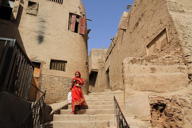 This 4-day private tour offers everybody an opportunity to experience the most attractive historical sites in Kashgar: Id Kah Mosque, Apak Hoja Tomb, the Kashgar Old Town and the Grand Bazaar. Hiking outdoors to one of the world's top 20 natural wonders--Shipton's Arch. Drive along the China-Pakistan Pakistan Karakorum Highway on the Pamir plateau to Tashkorgan and visit Stone Fort, Tajik village, hike on the Grassland, and visit a local Kyrgyz family. This private tour give you a possibility not only to enjoy the charm of the Kashgar city,  the natural beauty of the Kashgar surrounding area, but also to get to know better the life of the local people and their unique culture. Your tour includes informative commentary from your guide, private vehicle, entrance fee, meals and four nights accommodation in Kashgar and Tashkorgan.