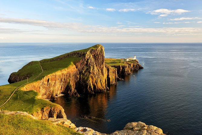 Immerse yourself in the wild beauty of the Scottish Highlands and the Isle of Skye on a three-day small-group excursion from Glasgow. In three days, you'll explore some of the most dramatic and beautiful scenery in the Highlands, and visit the second-largest island off Scotland's west coast, the magical Isle of Skye.