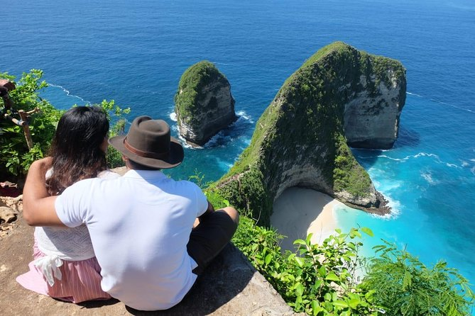 Discover the beautiful nature of Bali on this private tour. Departing from your hotel in South Bali, you will be taken by private car to several wonders with narration by a personal guide. You will enjoy a scenic drive to Kintamani, followed by a visit to Tegalalang rice terrace and Tegenungan Waterfall in Kemenuh Village. On the second day, you will visit some destinations in Nusa Penida with a local guide. Your itinerary includes lunch in Kintamani and also in Nusa Penida.All entrace fee are included on the price.