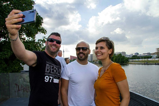Withlocals Highlights & Hidden Gems: Covid-19 Regulated Private Tour in Berlin, Berlim, Alemanha
