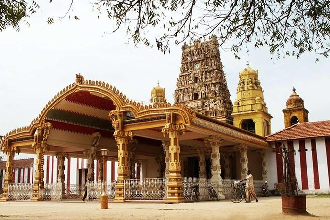 Our Jaffna tour packages mainly include the North East coast while also covering other main tourist attractions in Sri Lanka. Make it a point to travel to Jaffna, the second most popular commercial city in Sri Lanka before the war which is once again rapidly developing in terms of infrastructure and community after 2009, which marked the end of the war. The Jaffna tourism industry offers many attractions for travellers and it is a historically significant city that is well worth a visit.