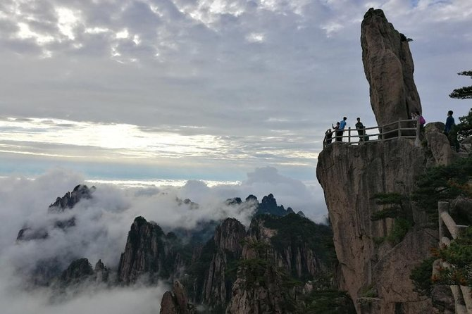 This 3-day tour is a combo of natural scenery and ancient villages. It offers a chance to see the highlights of the Yellow Mountains, featuring imaginatively-named pines, oddly-shaped rocks, and a sea of clouds. A visit to Hongcun and Tunxi Ancient Street will take you back to the Ming and Qing dynasties (1368-1911) as you admire the traditional Hui style houses and ponds.