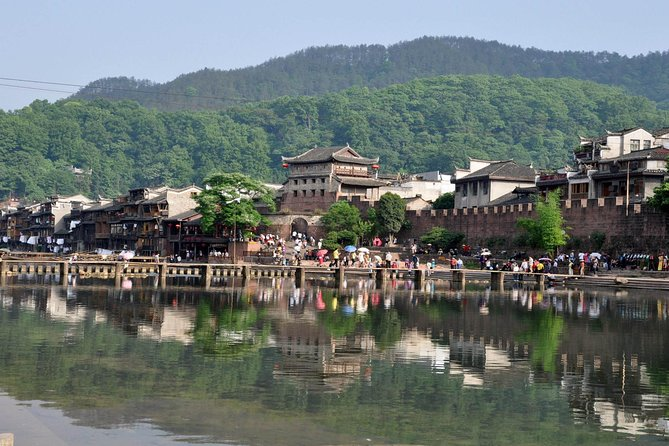 This 2-day tour will let you explore Fenghuang Old Town & Southern China Great Wall in Hunan Province from Changsha by a private car. You will wander around in the old city of Fenghuang to view the old wooden houses, and climb up the Great Wall.