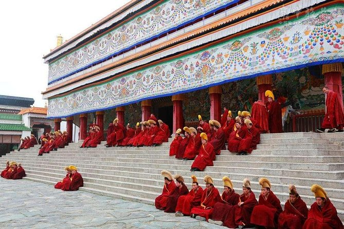 Kumbum Monastery in Xining and Labrang Monastery in Xiahe are renowned for Tibetan Buddhism. You will visit the attractions from Lanzhou to Xining including Gansu Museum, Bingling Temple Grottos, Labrang Monastery, Dongguan Mosque, and Kumbum Monastery.