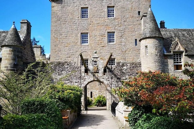 This tour is a great way to see the best parts of Inverness including cawdor castle home of Lady Cawdor and made famous by Shakespears Macbeth play<br><br>spend a little time in inverness and time around the loch taking photos of your day with plenty of back roads and scenic views on route<br>