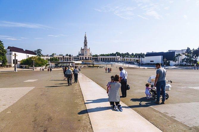 Excursão de dia inteiro para grupos para Fátima, Batalha, Nazaré e Óbidos saindo de Lisboa, Lisboa, PORTUGAL