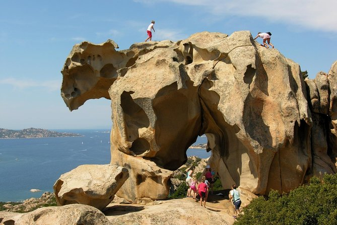 This is a must-see tour around the spectacular granite rocks of Gallura: Arzachena, Palau, Porto Rafael and Forte Cappellini. Sardinia and the neighbouring island of Corsica are the most ancient lands of Europe, with granite rocks that took shape in the Paleozoic era, more than half billion years ago. It is in the middle of these rocks that, one of the best wines of Sardinia originates: the Vermentino. At the end of the tour we stop at the SURRAU cellar where you will taste one of the best Vermentino wines, together with Sardinian homemade bread, olives, a selection of Sardinian cheeses and cold cuts.