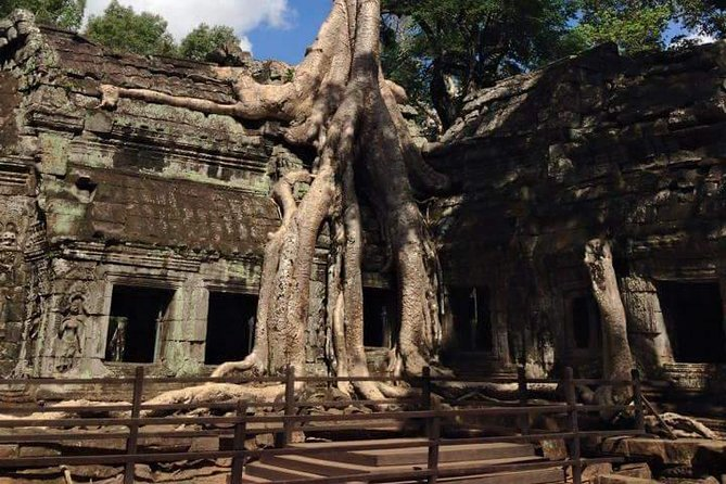 On this 4-hour, private, guided tourthrough the mystical temples of Angkor, experience the wonder of Srah Srang reservoir and the Buddhist Banteay Kdei temple. Marvel atfamousTa Prohm temple—where trees climb right up the walls—and enjoy having lunch with your local guide,with hotel transport included.