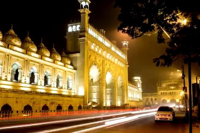 Indulge your inner romantic on an atmospheric evening tour to see the city come to life at night. Drive past the illuminated landmarks like the Imambara, Clock Tower, Rumi Gate, the mosque, Old theatres and buildings  and more followed by a a 4 Course Mughlai Fine Dine and Live Classical Music ( Ghazals) with a view.