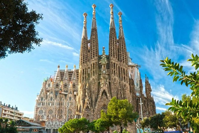 SMALL GROUP TOUR (Maximum 12 people). <br><br>Enjoy priority access and visit two of the most relevant masterworks of Antoni Gaudí, the Sagrada Familia (1882-still under construction) and the Park Güell (1900-1914) in a semi-private guided tour (maximum 12 people) to ensure a more intimate experience with your guide. In both places, you will learn the history of the temple and the park, the details of its architecture and about the ideas that the famous architect shaped on them. This tour will introduce you closer to the personality of Gaudi, the person he was, and what the times were like when he lived in Barcelona at the end of the 19th century and the beginning of the 20th century.<br><br>NOTE: only during September and October 2020 the tour will be in Spanish and English, with a group of maximum 14 people. The quality of the tour will remain unchanged.