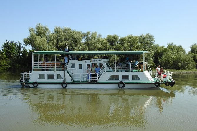 We offer one day tour by classic boat admiring the channels, lakes, swamps and wetlands up to Mila23.