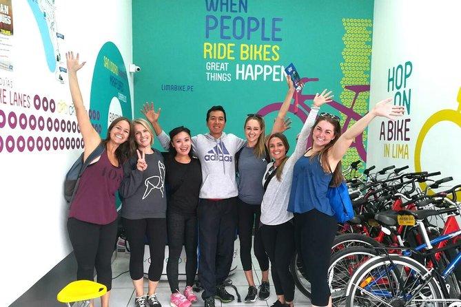 Recorrido en bicicleta por la ciudad de Lima: Los acantilados, Barranco y El Morro, Lima, PERU