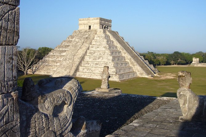 Chichén Itzá (Mayan: Boca-del-pozo (chichén) de los brujos-de-agua (Itzá)) is one of the main archaeological sites of the Yucatan Peninsula in Mexico. It is located in the municipality of Tinum, in the state of Yucatán. It consisted of a city or a ceremonial center, which passed through different constructive epochs and influences of the different peoples that occupied it and that promoted it since its foundation. Important and renowned vestige of the Mayan civilization, the main buildings that remain there correspond to the period called Late Classic or Early Postclassic (800-1100 AD)<br><br>Izamal was one of the important sites of the Mayan civilization. A large settlement in the northern plains of the Yucatan Peninsula. The size of its buildings and the network of sacbés roads (white road built in Mayan antiquity) are evidence of the religious, political and economic power that this city had over the vast territory of the Mayab.
