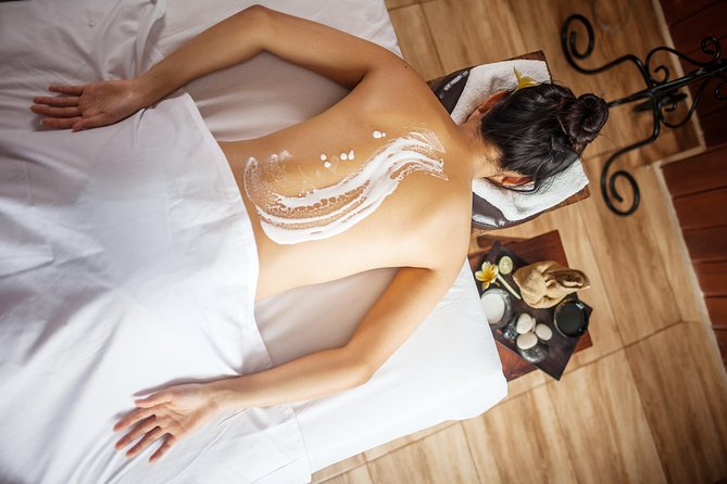 260 minutes - THE SLIM & BEAUTY<br><br>60 mins Slimming Massage<br><br>30 mins Jamu Clay Body Mask & Foot Refloxology<br><br>30 mins Flower Bath<br><br>80 mins Optional Treatment (Aromatherapy Facial or Detox Facial Cleaning)<br><br>60 min Creambath