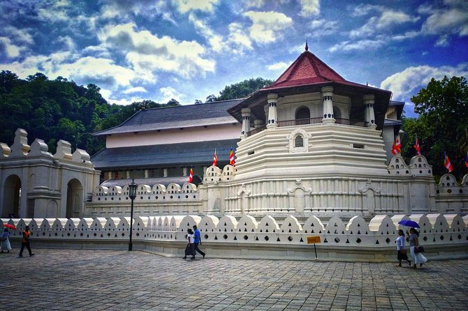 Private Kandy City Tour By Allion Car with English Speaking Driver, Kandy, SRI LANKA