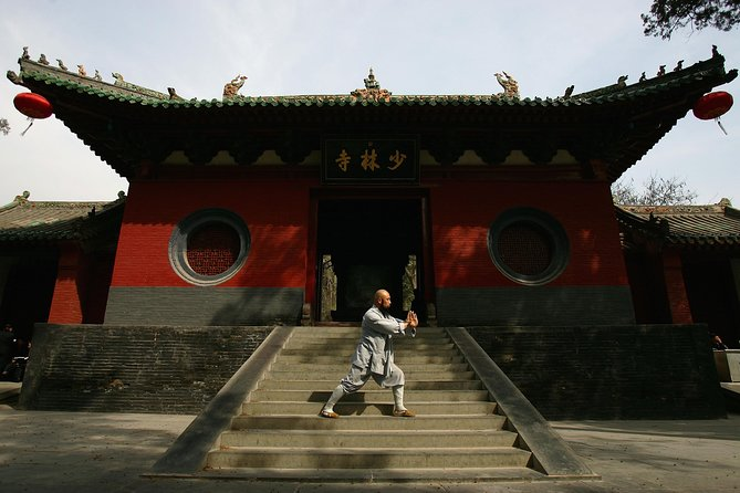Private Day Tour of Luoyang Shaolin Temple and Longmen Grottoes Including Lunch, Luoyang, CHINA