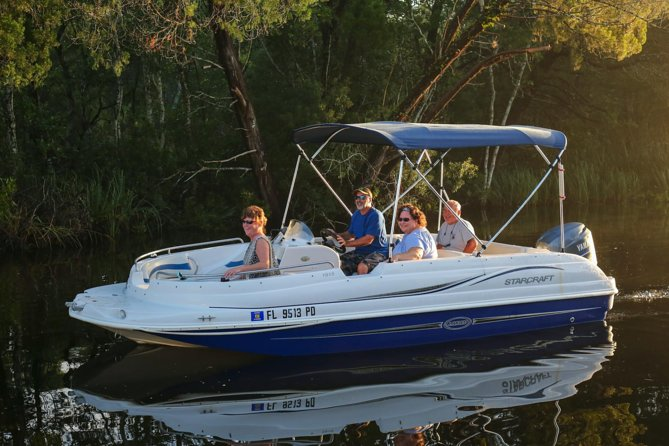 The fastest boat in our rental fleet, The Osprey can really fly! For experienced boaters familiar with these waterways, this boat is an awesome option! Rent for a a day and cruise the waterways of the Homosassa River. Our 19 foot Starcraft Deckboat has a 115hp enjoy and seats 6 people.